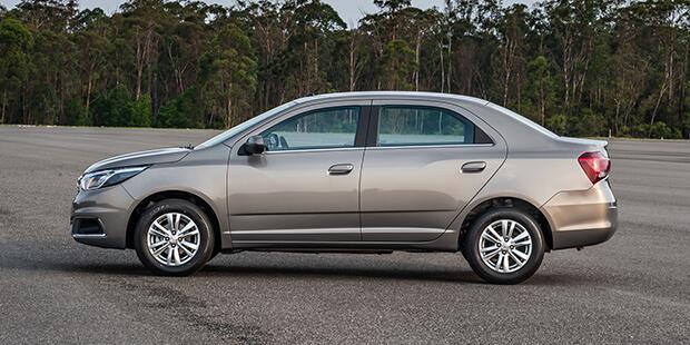Saiba o momento certo de recalibrar os pneus com o alerta de pressão dos pneus do novo carro sedan compacto Chevrolet Cobalt 2019