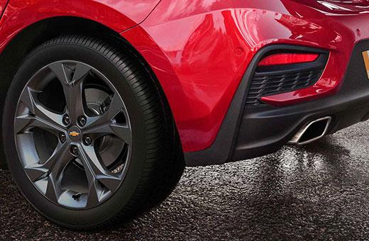 Roda e escapamento Chevrolet Cruze Sport6 2018 vermelho