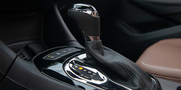 Novo Chevrolet Cruze Sport6 com sistema easy park para estacionar sozinho