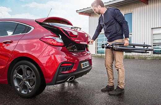 Traseira novo Chevrolet Cruze Sport6 2017 vermelho
