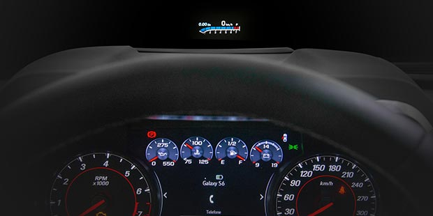 Display de projeção no para-brisas do Camaro Cupê SS 2019