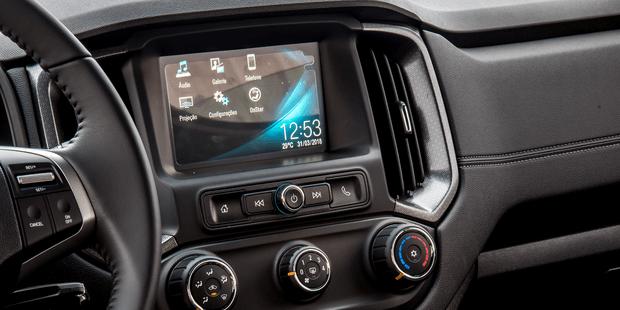 Mantenha-se conectado com o Chevrolet MyLink da picape S10 Midnight