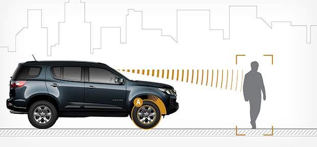 SUV Chevrolet Trailblazer 2021 com alerta de colisão frontal