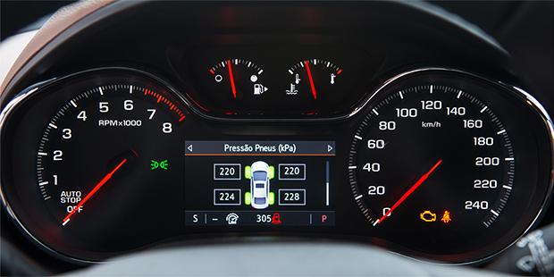 Novo Chevrolet Cruze sedan 2020 com alerta de pressão dos pneus