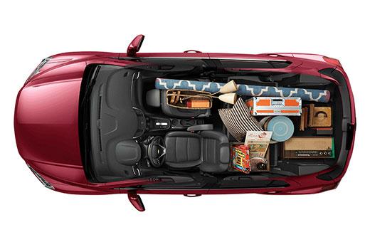 Interior da Tracker 2018 bagagem de artista