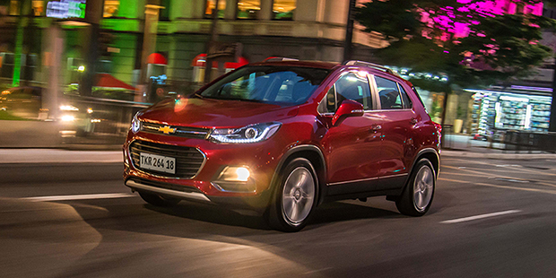 Faróis frente lateral Chevrolet Tracker 2018