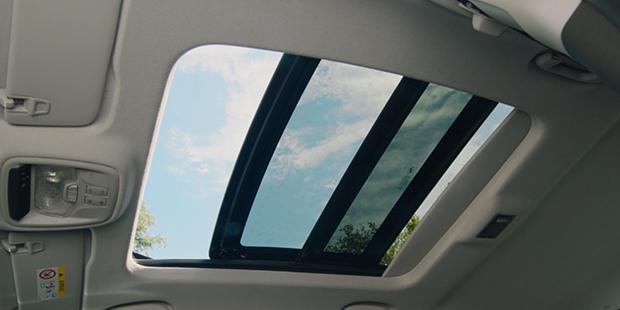 Teto solar panorâmico novo Chevrolet Tracker 2021