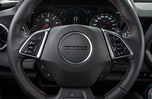 Volante do novo Chevrolet Camaro Fifty 2017
