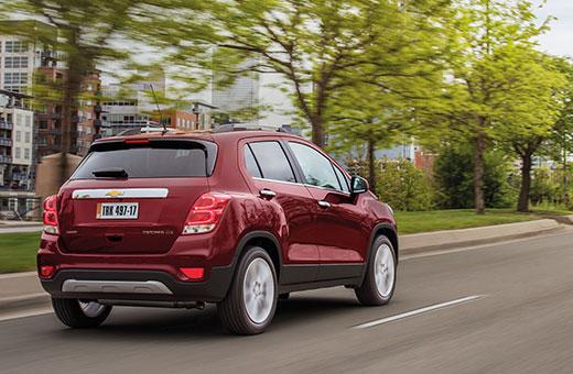 Exterior traseira novo SUV Chevrolet Tracker 2017 vermelho